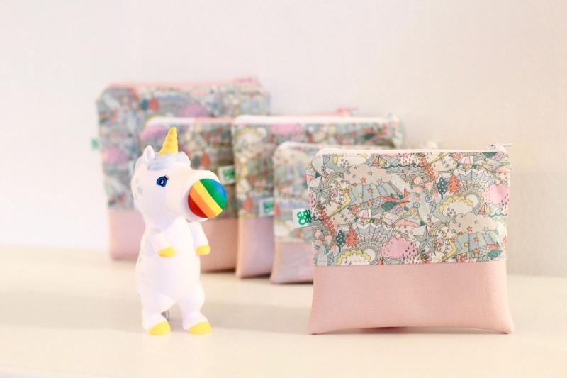 Kleine Kosmetiktasche mit Kunstleder in Rosa