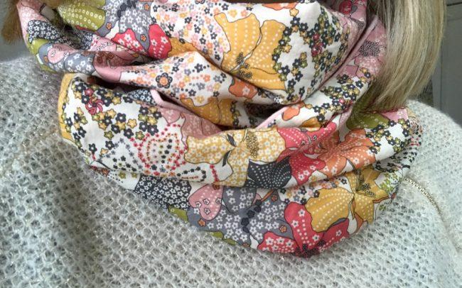 Loopschal aus weicher Baumwolle mit Blumen und weichem Jersey