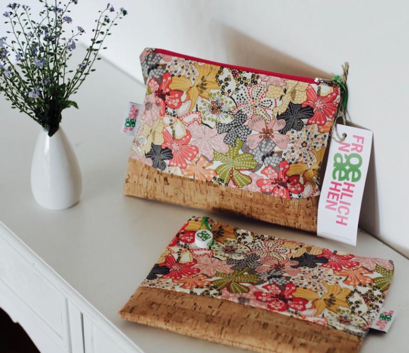 Wickel- oder Kosmetiktasche mit Blumen und Kork