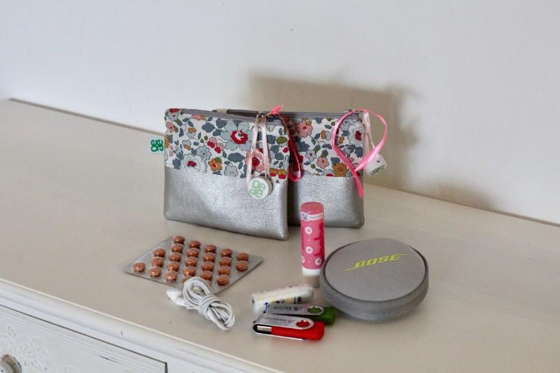 kleine Kosmetiktasche Silber Blumen Liberty