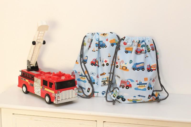 Autos Feuerwehr Krankenwagen Kinderturnbeutel Kinderrucksack 2 Stück Spielzeugauto Schiff