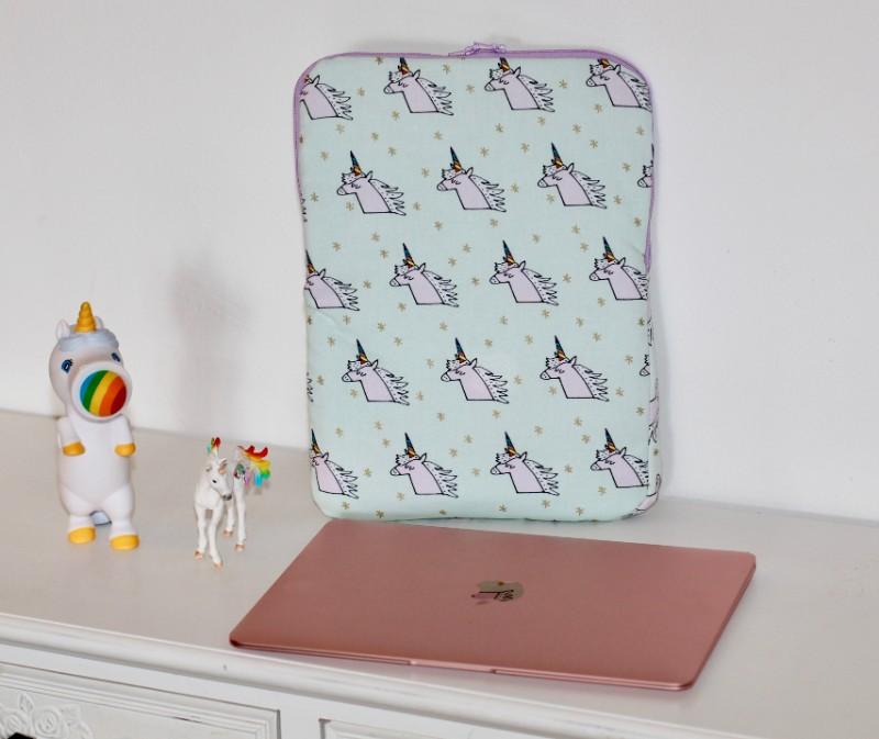 MacBook Hülle Einhorn mit Mac Book und Einhörnern