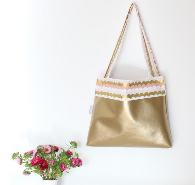 Shopper Kunstleder gold Stoff gold Pastell Wellen hängend