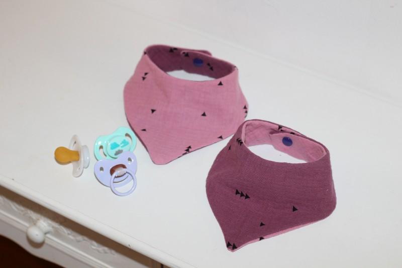 Baby Dreieckstuch mit Druckknopf lila rosa zum Wenden