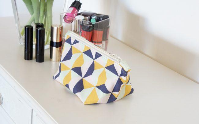 Kosmetiktasche Geometrie Geometric gelb blau