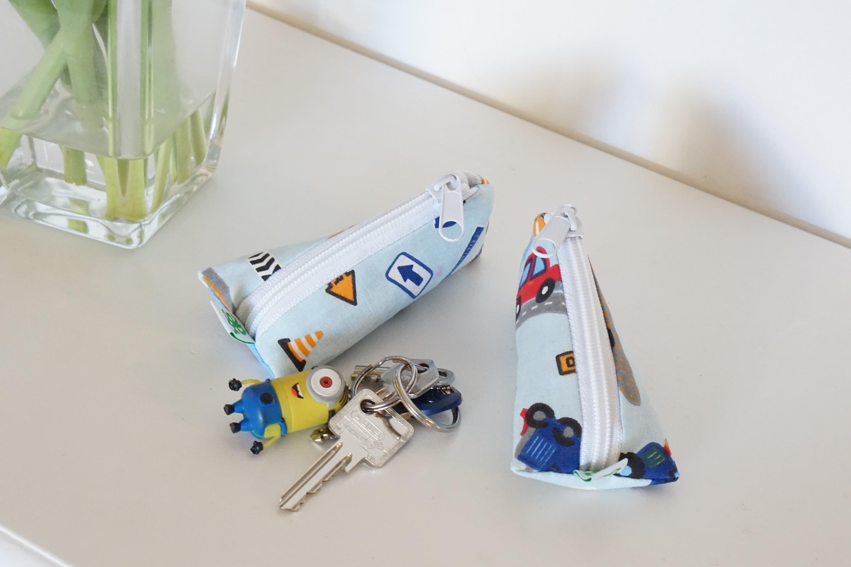 kleine Dreieckstasche Schlüsselanhänger Pflaster Globulin Geldgeschenke Babyboy Autos blau