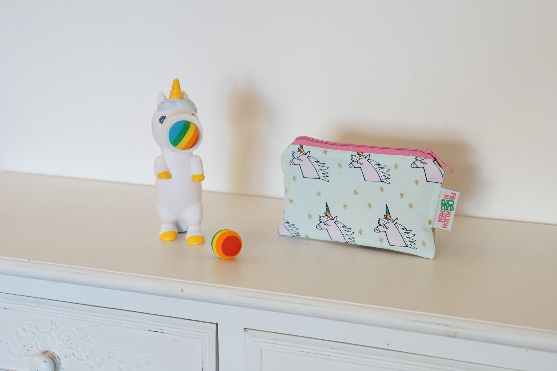 Kleine Tasche Einhorn Einhörner Kunstleder rosa Reißverschluß innen Baumwolle grau