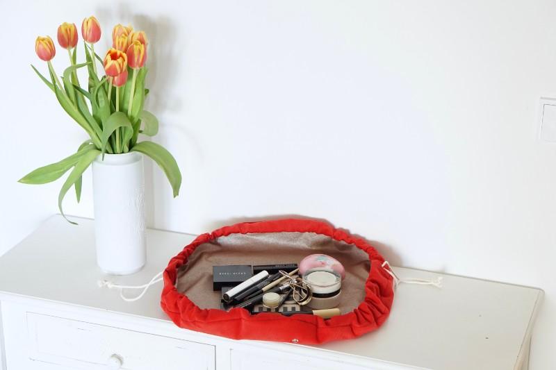 Runde Kosmetiktasche Babycord Cord rot offen